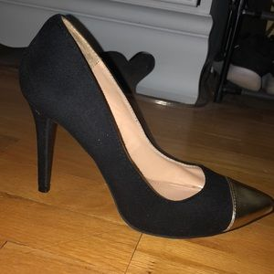 Gold tipped pointed heel
